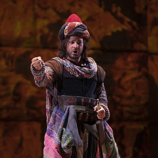 Daniel Giulianini as Pirro/I Lombardi